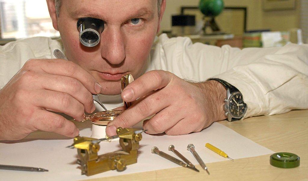 Pforzheim: Örtlicher Uhrmacher beherrscht das technisch ...