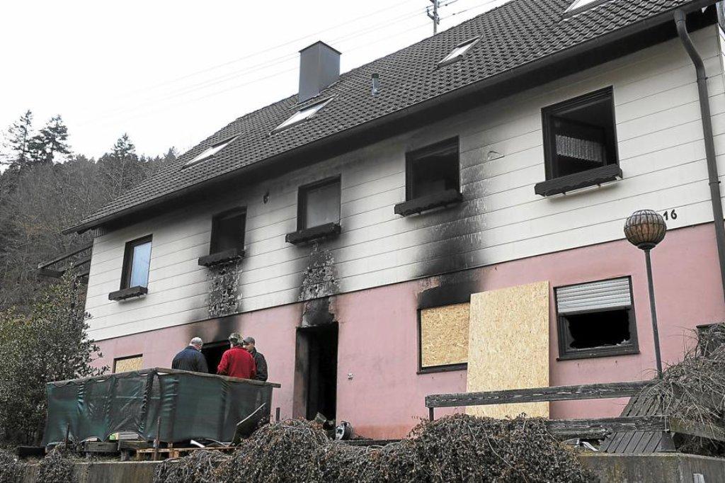 beim brand in einem haus in kentheim entstand sachschaden in h he von 200 000 euro die. Black Bedroom Furniture Sets. Home Design Ideas