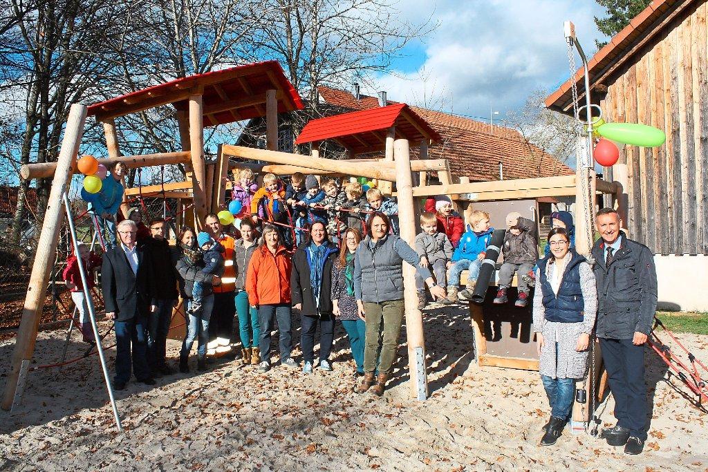 Altensteig Wurtt Neues Spielgerat Begeistert 17 Kinder Altensteig Umgebung Schwarzwalder Bote