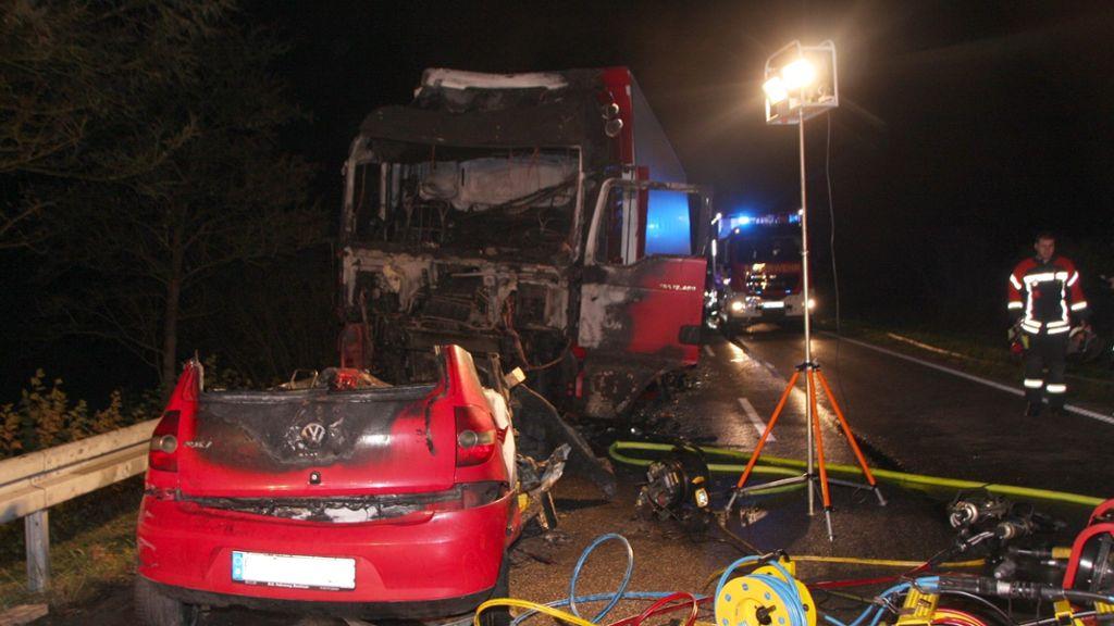 Haigerloch/Balingen: Unfall auf B 463: Frau in brennendem Auto eingeklemmt - Haigerloch - Schwarzwälder Bote