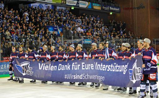 Die Mannschaft wurde in der Helios Arena gefeiert, als hätte sie die Deutsche Meisterschaft gewonnen. Foto: Sigwart