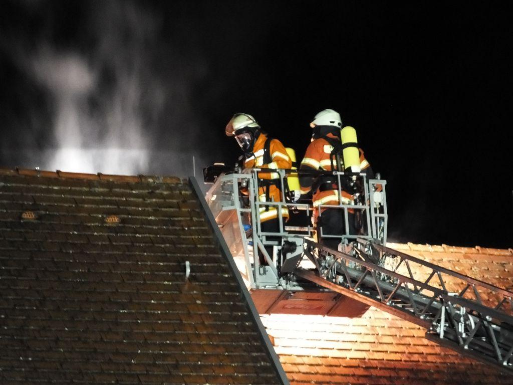Feuer-Drama in Baden-Württemberg | Zwei Tote, acht Verletzte bei Großbrand