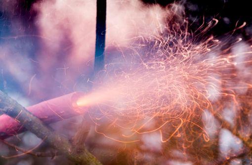 Nach der Silvesternacht wurden Stimmen für ein Verbot von Feuerwerk in der Ebinger Innenstadt laut - die Einwohner sind darüber geteilter Meinung (Symbolbild). Foto: dpa