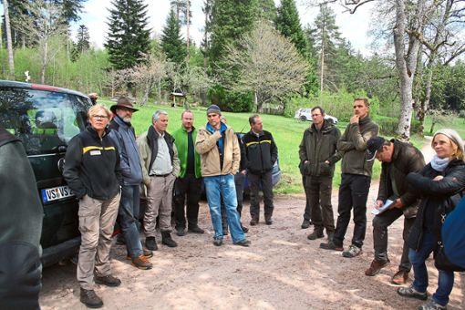 Experten unter sich: Das städtische Forstamt hatte die Arbeitsgemeinschaft Stadtwald Süd zu Besuch, um sich mit den Kollegen über Fachthemen auszutauschen.   Foto: Stadt VS Foto: Schwarzwälder Bote