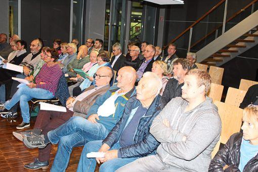 Zur Sitzung des Bau- und Umweltausschusses hatten sich viele Zuhörer eingefunden.   Foto: Köncke