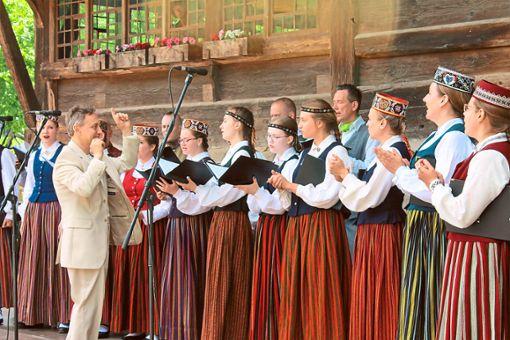Der Kammerchor Austrums aus Riga entführte die Zuhörer in die baltische Gesangskunst.  Fotos: Störr Foto: Schwarzwälder Bote