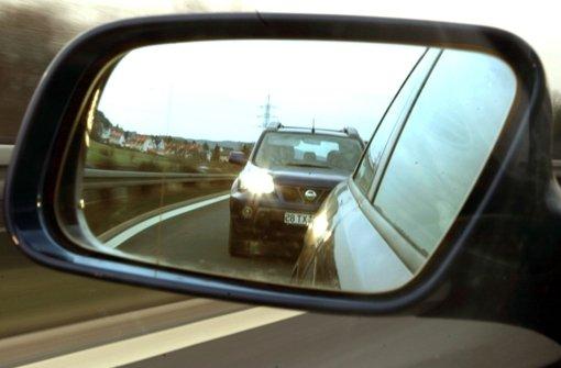 Am Dienstagnachmittag hat ein Autofahrer in Baiersbronn (Kreis Freudenstadt) mit seiner riskanten Fahrweise mehrere Verkehrsteilnehmer gefährdet. (Symbolfoto) Foto: dpa