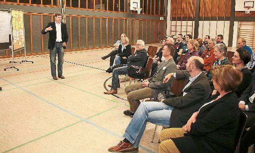 OB Peter Rosenberger sprach mit den Rexinger Bürgern über den Masterplan Horb 2050. Foto: Wagner