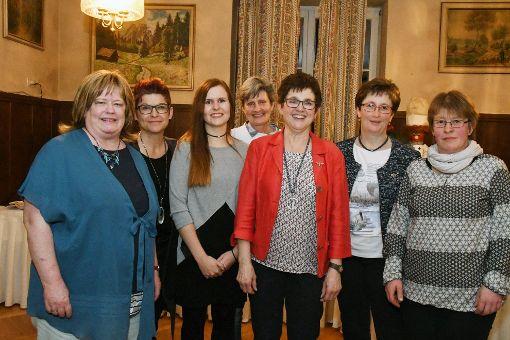 Bärbel Wöhrle (Mitte, zusammen mit ihrem Vorstandsteam) leitet noch eine Amtsperiode lang die Gutacher Landfrauen, dann will sie ihr Amt abgeben.   Foto: Reinhard