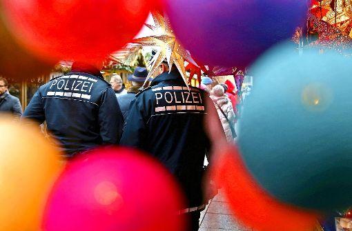 Beim Ulmer Weihnachtsmarkt  setzt die Polizei zusätzliche Doppelstreifen ein. Foto: dpa