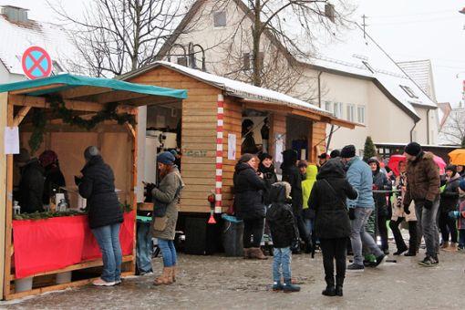 Musikhören, Bummeln und Schlemmen kann man ausgiebig auf dem Bisinger Weihnachtsmarkt am Sonntag.   Fotos: Wahl Foto: Schwarzwälder Bote