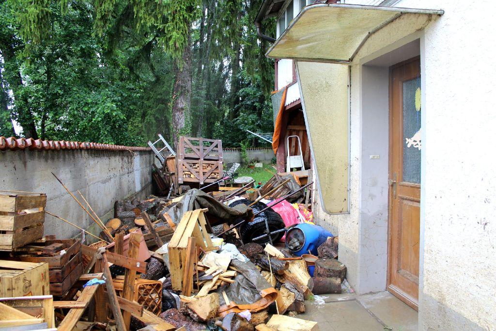 Rottweil Zerstorte Mobel Stapeln Sich Vor Hausern Aktuelles