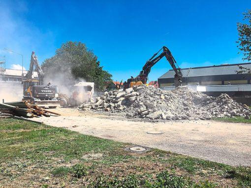 Nachdem die Bagger am Werk waren, bleibt nur ein großer Haufen  Bauschutt übrig.   Foto: Gemeindeverwaltung