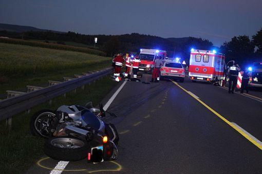 Bei einem Motorradunfall zwischen Tuttlingen und Villingen-Schwenningen ist eine 58-jährige Frau ums Leben gekommen. Der Fahrer, ihr gleichaltriger Mann, wurde schwer verletzt. Foto: Bartler-Team