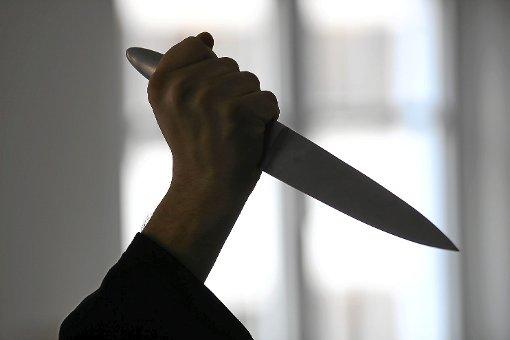 Angriff mit einem Messer: Ein Mann hat am 30. Juli 2017 in Albstadt seine Frau niedergestochen. (Symbolfoto) Foto: Maier