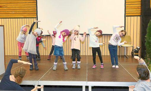 Die Jugendtanzgruppe des Schwarzwaldvereins umrahmte den Neujahrsempfang.  Foto: Kraushaar Foto: Schwarzwälder Bote