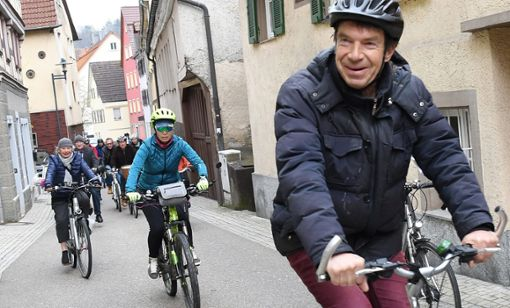 Szene vom ersten Critical Mass in Horb: Die Teilnehmer drängen auf mehr Schutz für Radfahrer. Das Stadt-Konzept ist jetzt gescheitert – wegen erheblicher Sicherheitsbedenken der Aufsichtsbehörde.  Foto: Hopp
