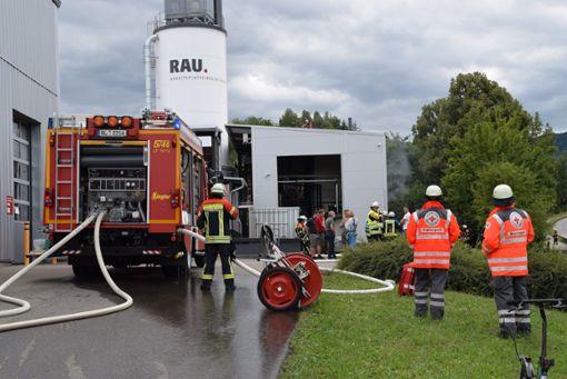 Nach ersten Erkenntnissen muss in dem Heizkraftwerk eine technische Anlage in Brand geraten sein.  Foto: Visel