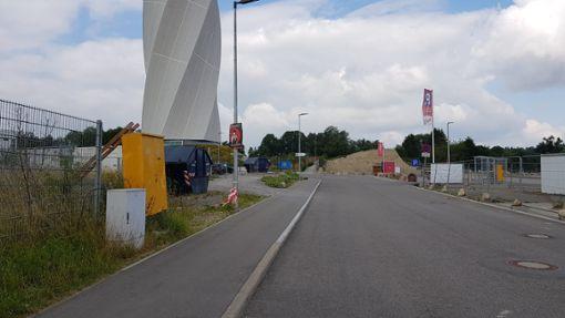 Das Gebiet um den Test-Turm herum ist alles andere als einladend.  Foto: Werthenbach