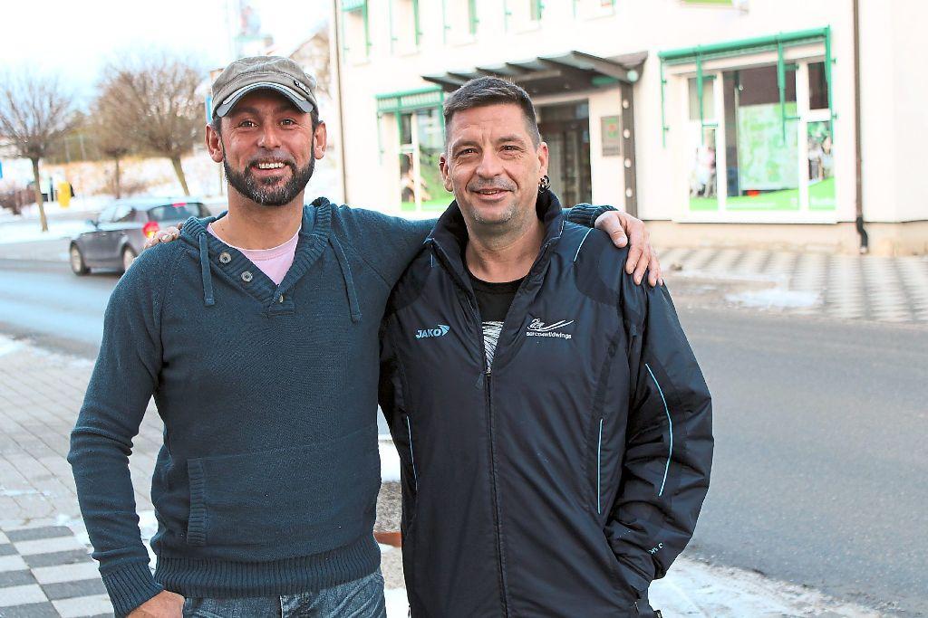 Die Jugendleiter José Vazquez (links) und Mike Jegg aus dem TTC-Vorstandsteam können in Sachen Jugendarbeit und Nachwuchswerbung erste Erfolge aufweisen.