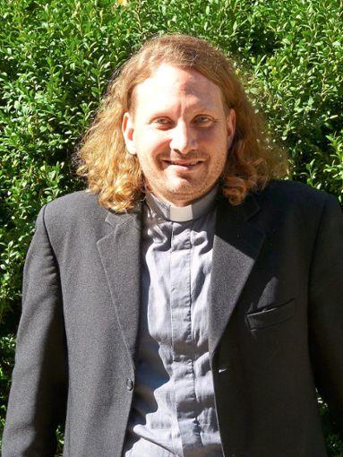 Christian Mario Hess wirkt in den kommenden  Wochen als Seelsorger in  St. Georgen und Tennenbronn.   Foto: Schultheiß Foto: Schwarzwälder Bote