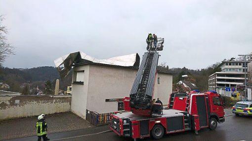 Das Dach wurde vom Wind teilweise abgerissen. Foto: Polizei