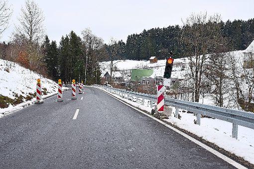 Auf der Landesstraße zwischen Rötenberg und Rötenbach gibt es noch Restarbeiten zu erledigen. Deswegen wird der Verkehr bis Ende nächster Woche mit einer Ampel geregelt. Foto: Wegner