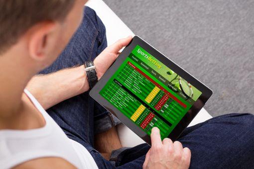 Online-Sportwetten  sind gar nicht so harmlos, wie man manchmal denkt.  Foto: © Kaspars Grinvalds – stock.adobe.com Foto: Schwarzwälder Bote