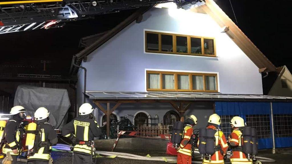 Brand In Mehrzweckhaus Mindestens 100 000 Euro Schaden