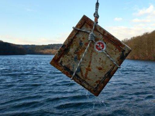 Gewässer bieten sich für Diebe an, um Tresore zu entsorgen. (Symbolfoto) Foto: dpa