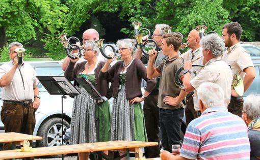 Die Jagdhornbläser waren beim Fleckenfest ebenfalls mit von der Partie und unterhielten die Gäste bestens.  Fotos: Kraushaar Foto: Schwarzwälder Bote