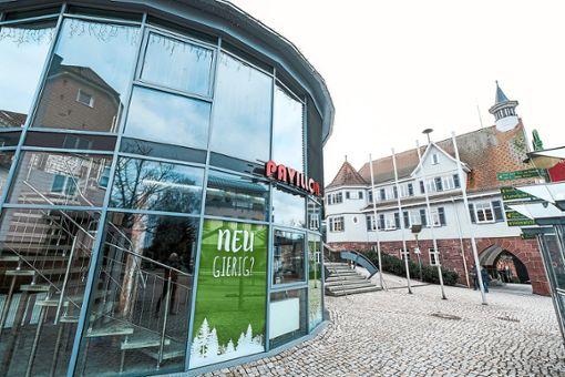 Die Touristik und Kur der Gemeinde Schömberg zieht in den Pavillon am Lindenplatz.  Foto: Fritsch Foto: Schwarzwälder Bote