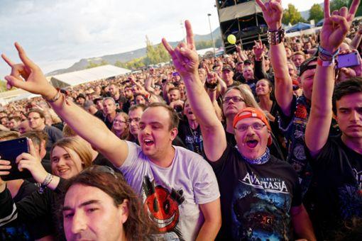 Beim Bang your Head-Festival in strongBalingen/strong feierten tausende Metalfans  eine große Party - auch wenn das Wetter nicht immer mitspielte. a href=https://schwarzwaelder-bote.de/bangyourheadtarget=_blankstrongZum Special/strong/abr  Foto: Frank Engelhardt