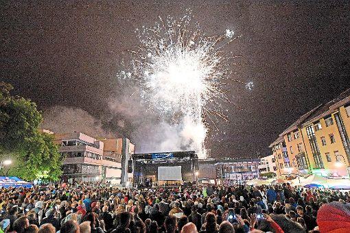 Eine große Geburtstagsfeier zum Stadtjubiläum sollte sie werden, die 12. strongSchwenninger/strong Kulturnacht – und wurde es: 14.000 Besucher trotzten dem Wetter und verwandelten die Stadt in eine bunte Partymeile. a href=http://www.schwarzwaelder-bote.de/inhalt.villingen-schwenningen-kulturnacht-tausende-trotzen-schlechtem-wetter.0cfab531-4e5d-4f93-b03b-7a2fbdfee3cf.htmltarget=_blankstrongZur Bildergalerie/strong/abr Foto: Kienzler