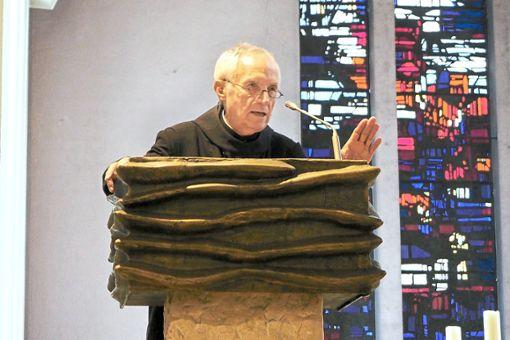 Der Benediktiner Notker Wolf legt in der Marienkirche seine Überzeugung dar: Mit Gottvertrauen, Menschenachtung, Bekennermut und Gelassenheit braucht man sich vor nichts zu fürchten.   Fotos: Faigle Foto: Schwarzwälder Bote