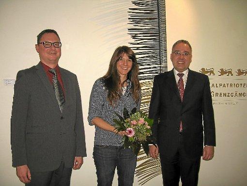 Kunsthistoriker Sascha Falk (links) und Landrat Klaus Michael Rückert eröffneten die Ausstellung der Künstlerin Katrin Kinsler.  Foto: Haubold Foto: Schwarzwälder-Bote