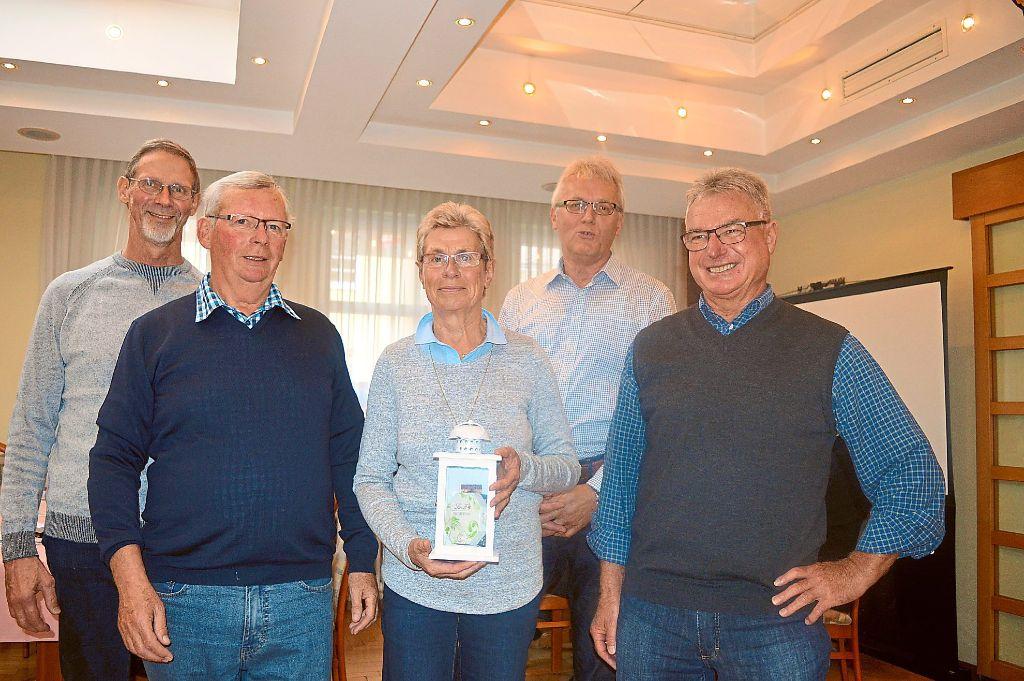 Sie bilden die Führungsmannschaft der Montagsradler und bringen sich in besondere Weise ein (von links):  Alfred Merkle, Wolfgang Tauser,  Karin Tauser, Werner Kraus und Willi Wipf.   Foto: Bantle Foto: Schwarzwälder-Bote
