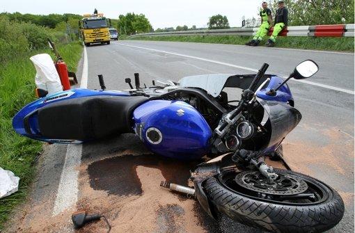 Zum Auftakt der Motorrad-Saison sind am Wochenende auf den Straßen in der Region mehrere Unfälle passiert. In strongBad Herrenalb/strong ist eine Motorradfahrerin lebensgefährlich verletzt worden. In... a href=https://www.schwarzwaelder-bote.de/inhalt.bad-herrenalb-motorradfahrerin-nach-unfall-auf-k-4331-in-lebensgefahr.cb510685-f71d-4279-a422-e7757b23a25a.htmltarget=_blankstrongZum Artikel/strong/abr Foto: dpa-Zentralbild