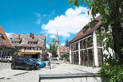 Fest steht mittlerweile, dass es sich bei den Opfern um eine Familie aus Mötzingen im Kreis Böblingen handelt. In der 3700-Seelen-Gemeinde sitzt der Schock tief. Foto: Fritsch