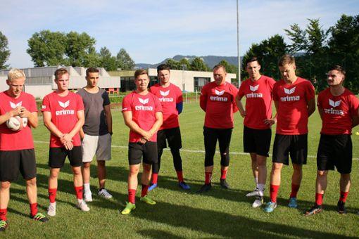 Schon wieder am Ball: die Spieler der TSG Balingen.  Foto: Kara