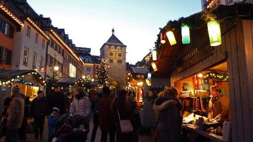 Der Rottweiler Weihnachtsmarkt ist eröffnet und lockt diesmal mit besonders vielen Hütten. Foto: Otto