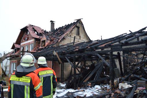 Am Tag nach dem Brand ist von dem Haus in Balingen-Engstlatt nicht mehr viel übrig. Foto: (nil)