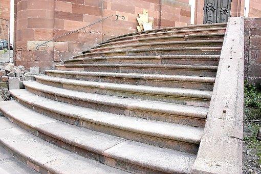 Die Autofahrt einer betrunkenen Frau ist am Wochenende in Murg (Kreis Waldshut) auf einer Kirchentreppe zu Ende gegangen. (Symbolfoto) Foto: Lahrer Zeitung