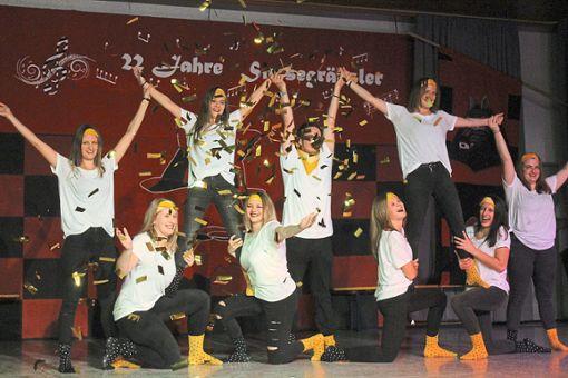 Die Tanzgruppe der Alt-Steig-Hexen bot beim Simsegräbsler-Jubiläum immer wieder was fürs Auge.   Foto: Störr Foto: Schwarzwälder Bote