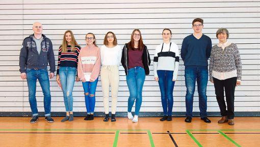 Im Bild: Klaus Feirer (links) mit seinem Organisationsteam und Lily Birkholz (rechts).   Foto: Schule Foto: Schwarzwälder Bote