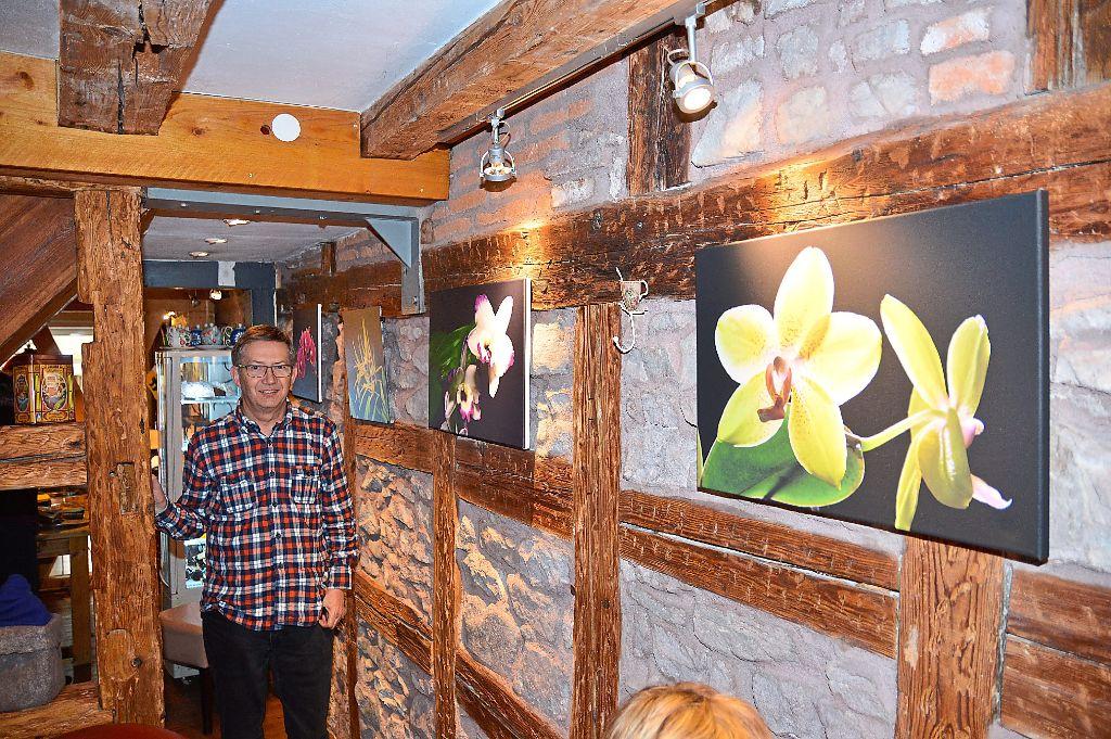 Schramberg: Andreas Bürger zeigt seine blumige Fotografien im Café ...