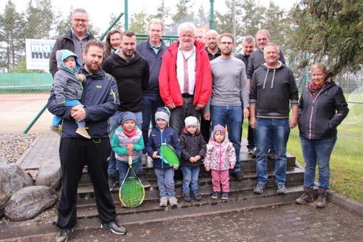 Der Vorstand der Tennisabteilung des FC Grosselfingen  Foto: Wolf Foto: Schwarzwälder Bote