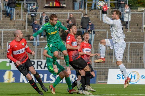 Unter Flutlicht geht es gegen den FC Homburg. Foto: Eibner