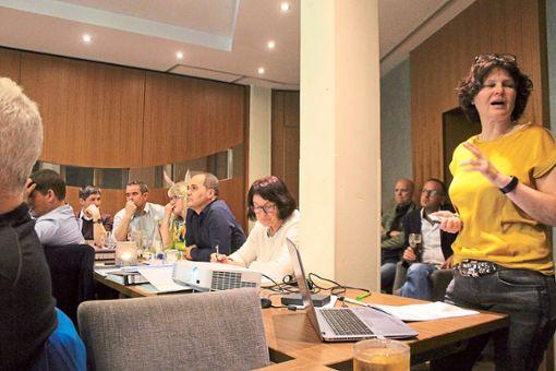 Die Hofstetter Freien Wähler informierten sich über die Situation von Kindergärten. Foto: Störr