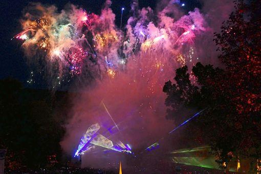 Das Feuerwerk  mit passender Musik sorgte rund 15 Minuten lang für Staunen und Begeisterung.   Foto: Ketterle